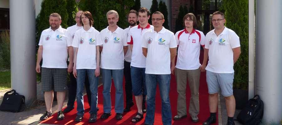 Cała reprezentacja Polski i mistrzowie świata w solvingu: Aleksander Miśta (pierwszy z prawej), Piotr Murdzia (trzeci z prawej), Kacper Piorun (czwarty z prawej