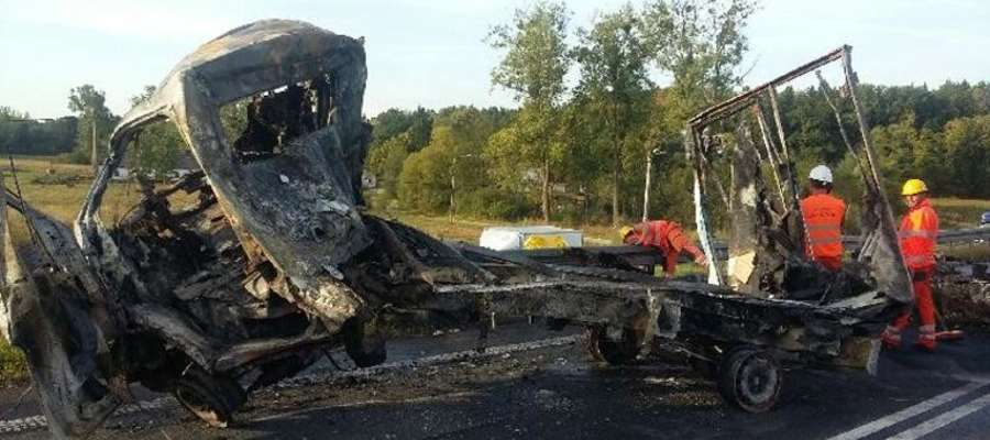 """Tragiczny wypadek na """"berlince"""". Ciężarówka zderzyła się z samochodem osobowym. Dwie osoby nie żyją"""