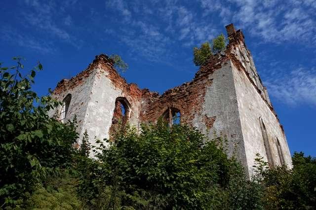Ruiny kościoła z XVI wieku w Górnem - full image