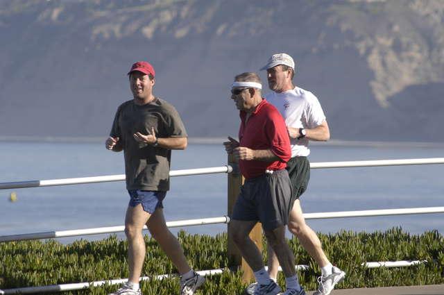 Chcesz być zdrowy, to dużo się śmiej i biegaj  - full image