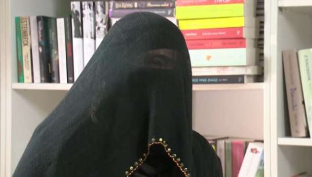 Polka w świecie arabskich niewolnic - full image