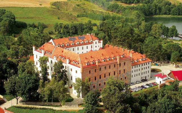 Dawny krzyżacki zamek w Rynie, po którym podobno krąży duch księżnej Anny  - full image