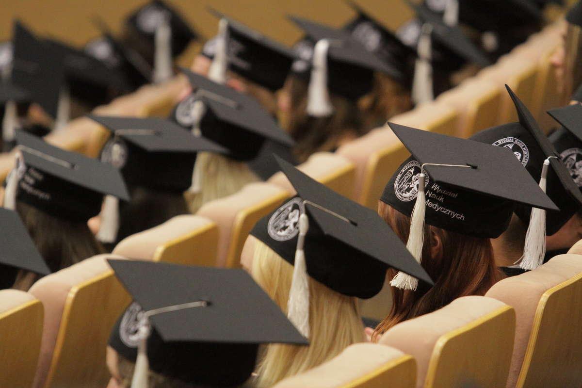 Większość kierunków na studiach będzie płatnych? Nie! - full image