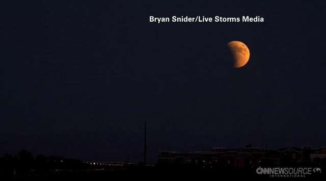 Niesamowite ujęcia Krwawego Superksiężyca - full image