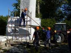 Rozpoczęła się rozbiórka pomnika generała Czerniachowskiego