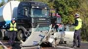 Czołowe zderzenie ciężarówki z osobówką na DK 53 pod Olsztynem. Dwoje nastolatków w stanie ciężkim