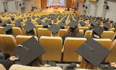 Osoby z wyższym wykształceniem żyją 10 lat dłużej