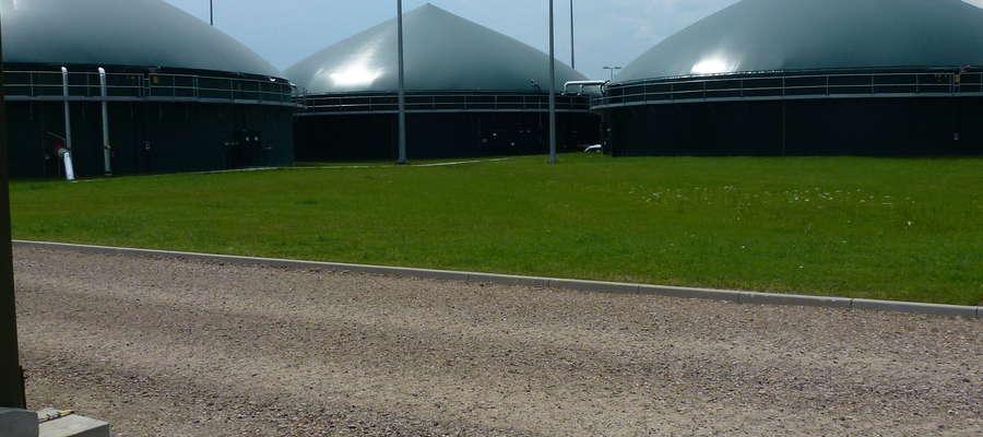Zbiorniki fermentacyjne biogazowni rolniczej — wstępny, właściwy i gromadzący poferment — biogazownia rolnicza w Rybołach k/Białegostoku