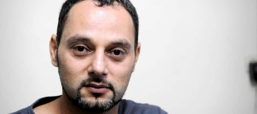 Alaa Rifai prowadzi w Żurominie restaurację z kebabem. Czasem chodzi w białej koszulce z napisem Polska