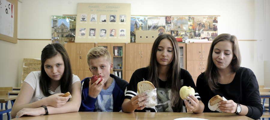 Dzieci źle znoszą batonową abstynencję braki cukru uzupełniają na przerwach w pobliskich sklepach spożywczych