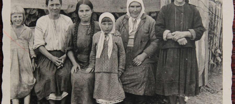 Zdjęcie ze zbiorów Witolda Kasinowicza. Wykonane w latach 40-tych na terenie kresów wschodnich II RP lub w ZSRR.