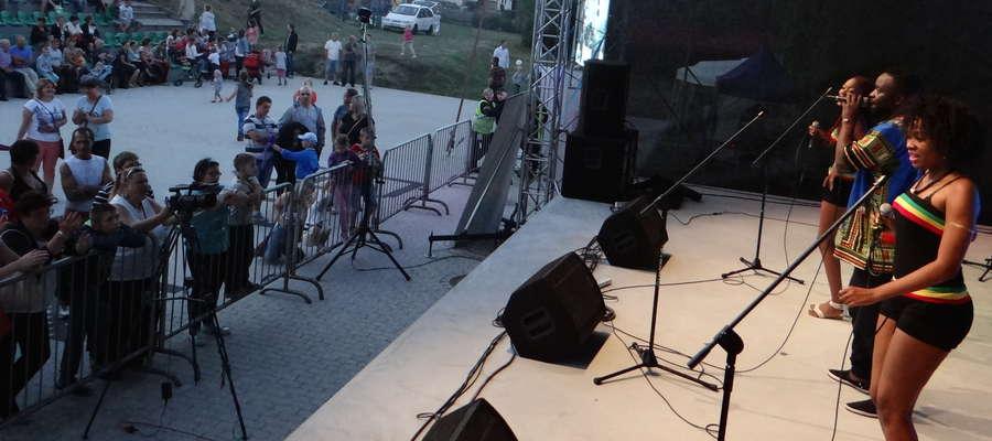 Niedawno na scenie biskupieckiego GOK-u wystąpiła dość egzotyczna grupa, a teraz posłuchać można będzie rodzimych zespołów muzycznych