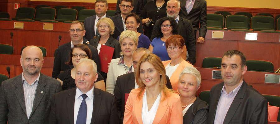 Umowy z lokalnymi grupami działania podpisał marszałek Gustaw Marek Brzezin