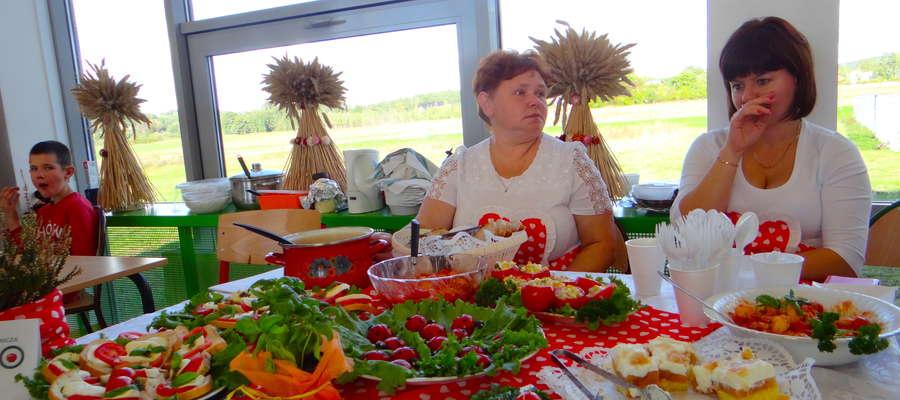 Stoisko KGW w Wielkich Bałówkach nawiązywało do pomidorowego hasła towarzyszącego wystawie