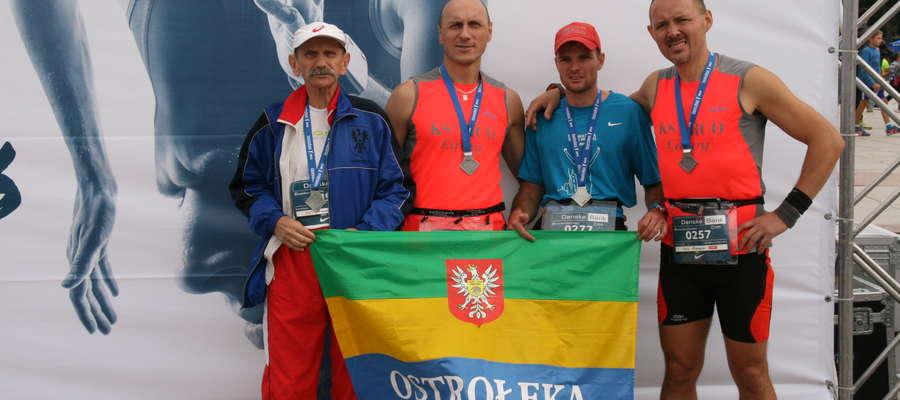 Maratończycy: (od lewej) Ryszard Ropiak, Norbert Siemiątkowski, Piotr Nabiałek, Arkadiusz Zyśk