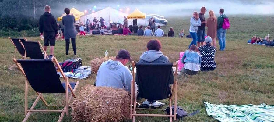 Jam na polu- klimatyczne spotkanie pod chmurką, przy muzyce