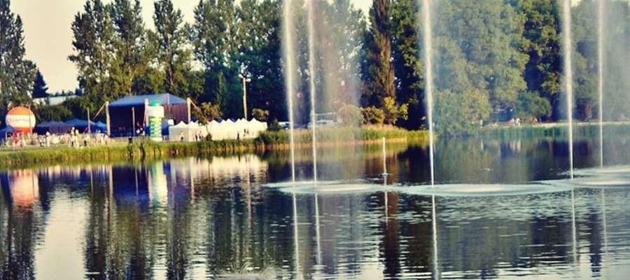 Kiedy Rutki staną się rekreacyjną wizytówką miasta? Podświetlana fontanna i plenerowe imprezy jeszcze tego nie zapewniają