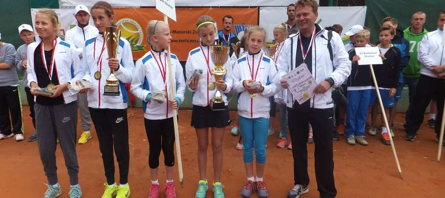 W turnieju dziewcząt bezkonkurencyjne były podopieczne trenera Romana Pasyniuka.