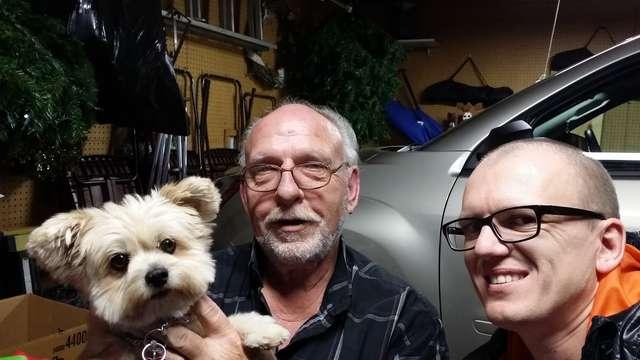 W garażu z Ralphem i jego psem - full image