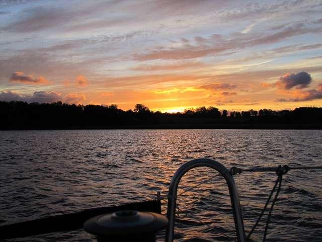 Tuż przed zachodem słońca - full image