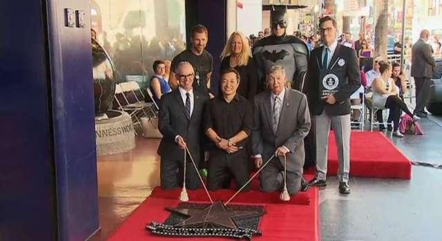 Bob Kane pośmiertnie nagrodzony gwiazdą na Alei Gwiazd za Batmana - full image