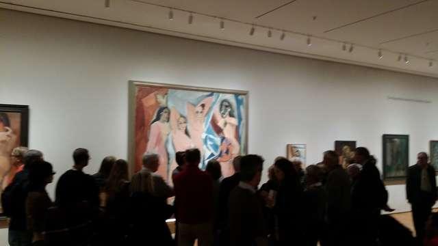 Tłumy przed jednym z dzieł Picassa