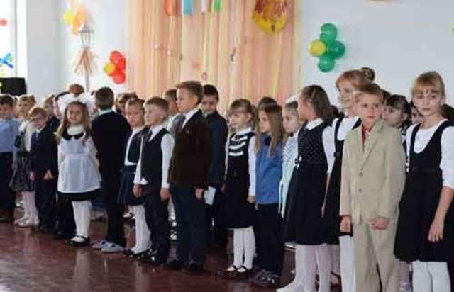 Pasowanie na ucznia w szkole im. Tadeusza Rejtana w Baranowiczach - full image