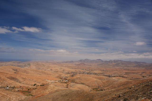 Na Fuerteventurze dominuje krajobraz pustynny i półpustynny - full image