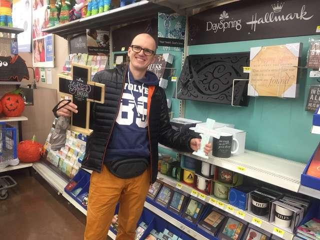 Nowy Jork, hipermarket sieci Walmart, dział religijny
