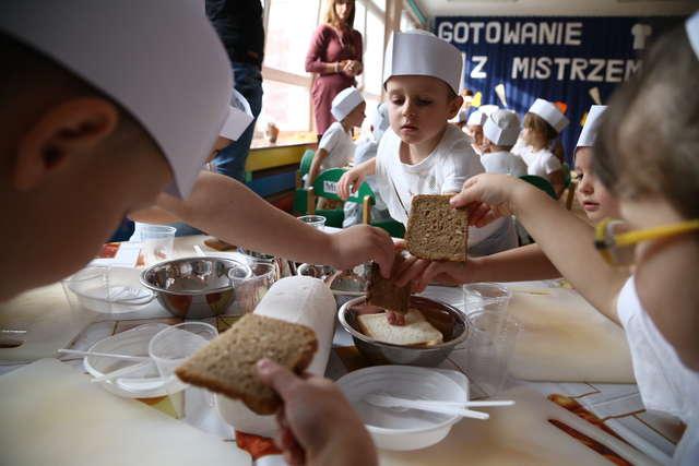Zdrowy przedszkolak wie co je! Warsztaty edukacyjne dla najmłodszych - full image