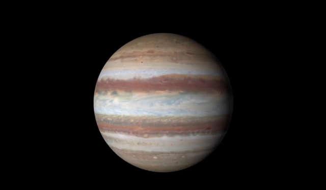 Dzięki ujęciom z teleskopu Hubble'a możemy zobaczyć planetę z bliska - full image