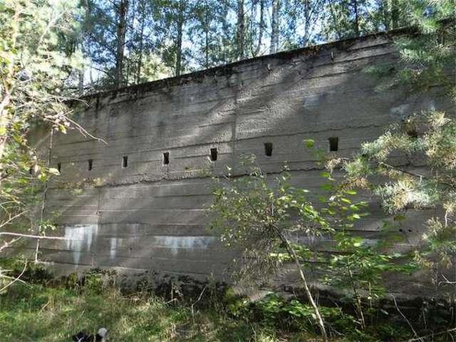 Kaługa: Stara rampa jak poniemiecki bunkier - full image