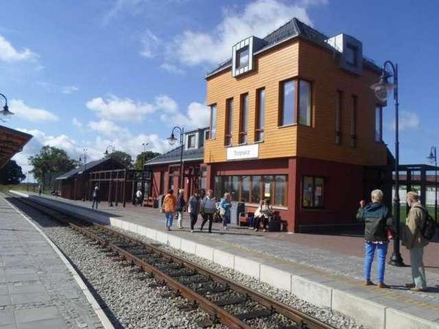 Dworzec kolejki wąskotorowej w Trzęsaczu - full image