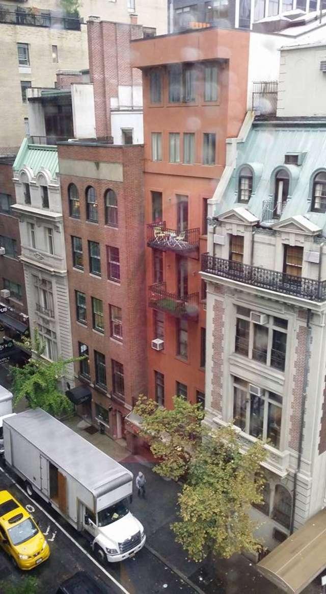 Nowy Jork, widok z mieszkania w kamienicy na 54. ulicy - full image