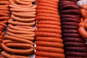 30-latek z Olsztyna podszywając się pod pracownika lokalu gastronomicznego, wyłudzał wyroby mięsne od lokalnych hurtowników