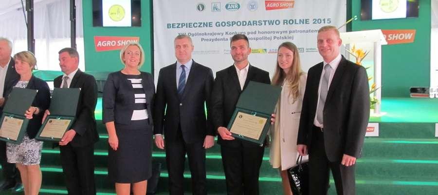 Podsumowanie etapu centralnego konkursu odbyło się podczas targów rolniczych Agro Show w Bednarach k. Poznania. Nagrodę z rąk Artura Brzóski, prezesa KRUS w imieniu Gertrudy i Herberta Tadaj odebrał syn Rejnard