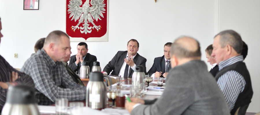 Przewodniczący Michał Zieliński wierzy wójtowi, że sprawa jest błaha i świadczy o bałaganie w KRS