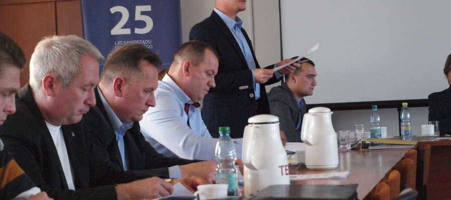 Michał Bodenszac przekonuje radnych, że powołanie Spółdzielni to dobry pomysł