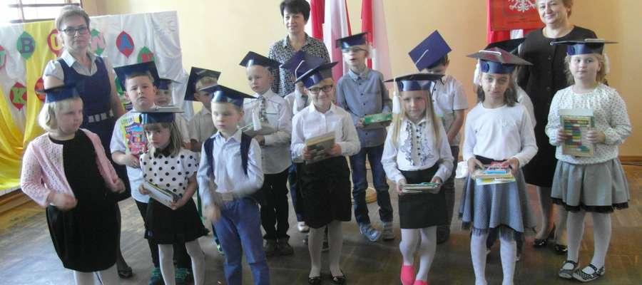 W Kuczborku pierwszaki są już po uroczystym pasowaniu na uczniów