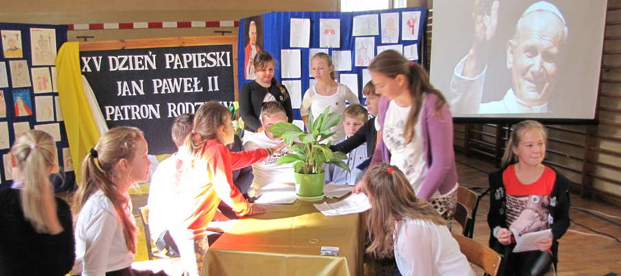 Dzień Papieski w szkole w Biskupcu Pomorskim