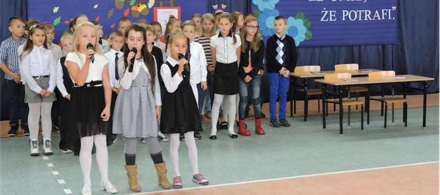 Uczniowie wystąpili dla nauczycieli