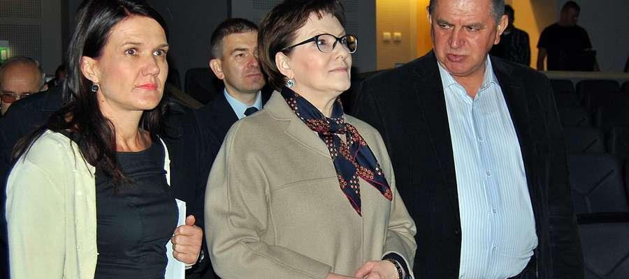 Premier Ewa Kopacz najpierw odwiedziła nowy MCK i salę kina. Oprowadzali ją dyrektor Wiśniewska i burmistrz Pietrasik