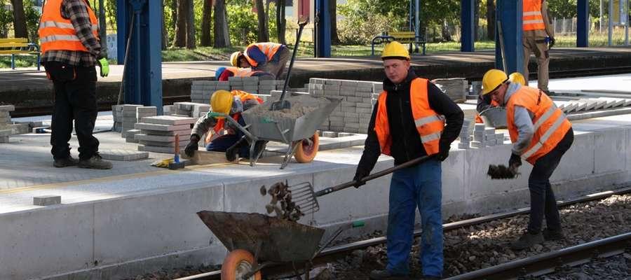 Remontują perony na dworcu. Potem zbudują park handlowy