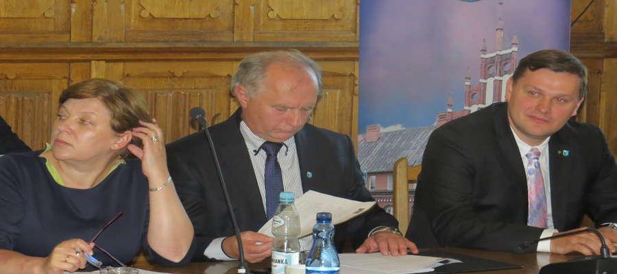 Propozycja budżetu zaproponowana przez członków Zarządu została odrzucona w styczniu przez opozycję. Z kolei budżet przyjęty przez radnych zakwestionowało RIO.