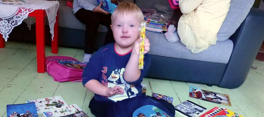 Dzieci Państwa Szymańskich bardzo cieszyły się z prezentów, zwłaszcza pięcioletni Szymon.