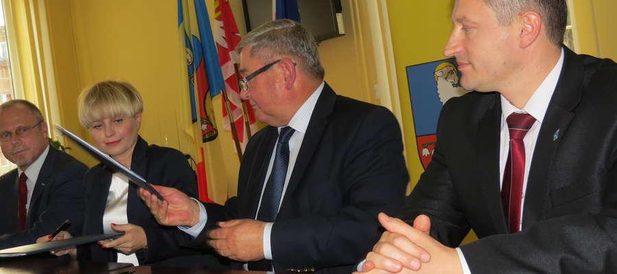Po dzisiejszej sesji podpisano umowę z operatorem Term Warmińskich