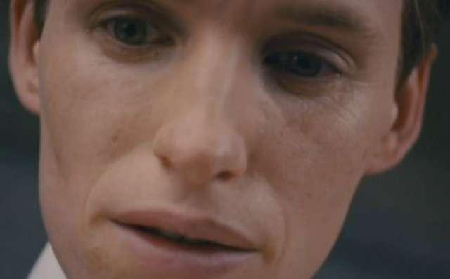 Eddie Redmayne wcielił się w rolę pierwszej w historii transgenderystki - full image