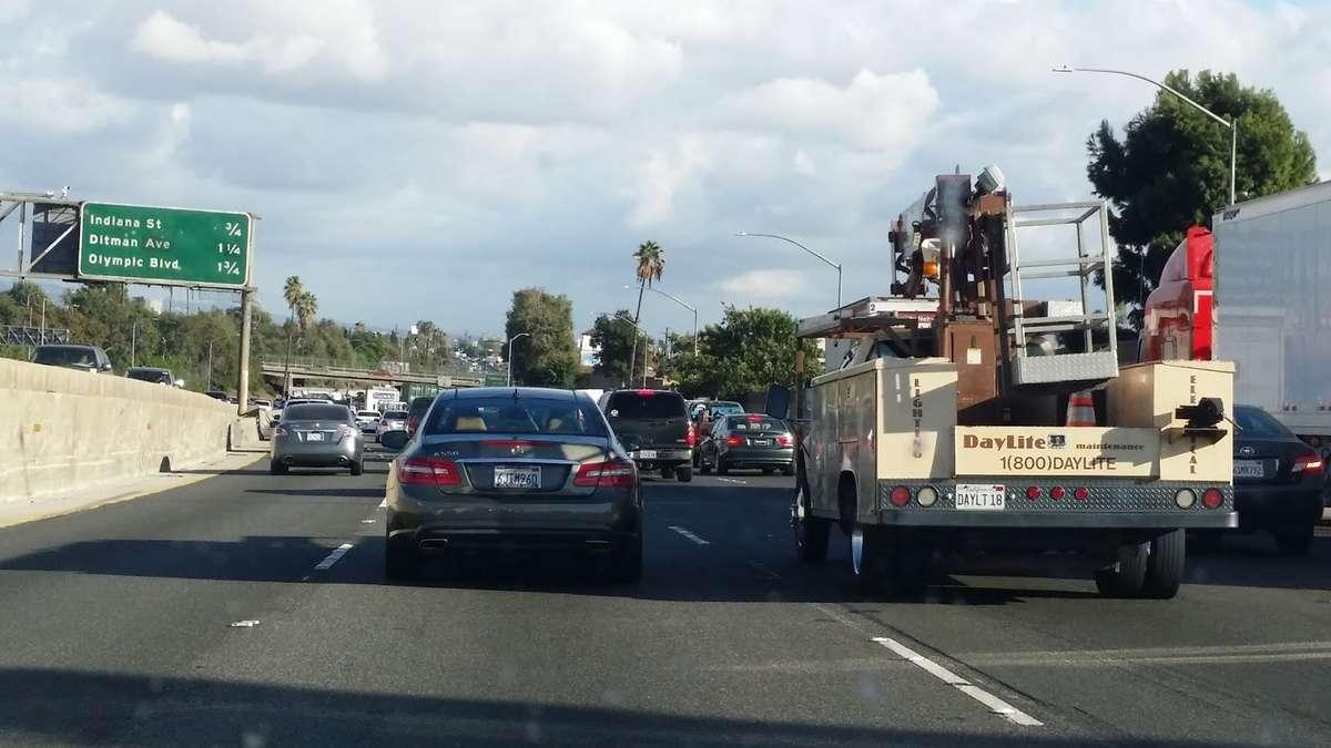 Zatłoczona autostrada pod Los Angeles - full image