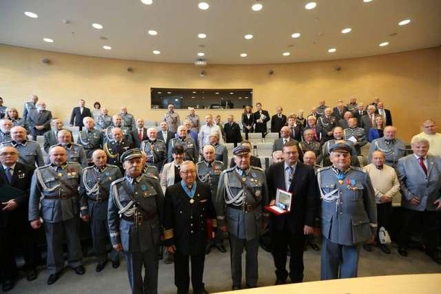 Piłsudczycy pomagają polskim szkołom na Litwie - full image
