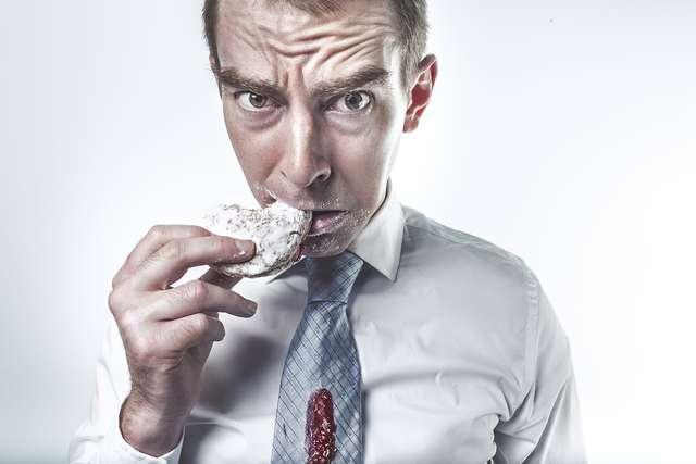 Pracodawca musi zapewnić pracownikowi napoje i posiłki - full image